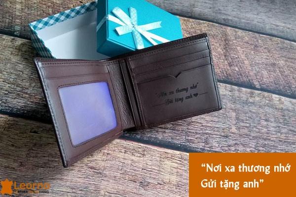 tặng ví cho bạn trai